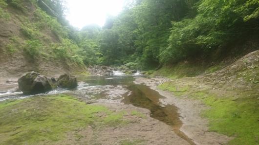 【7/27】渓流で昼食休憩